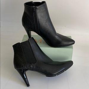 STYLE & CO. LIKE NEW ANKLE BOOTIES